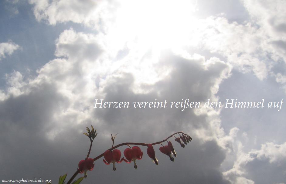 Herzen vereint reißen den Himmel auf
